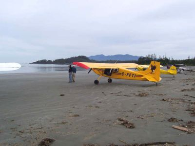07732cd7b9b2 Dream Aircraft - Photos - Customer plane/On the beech in Vancouver